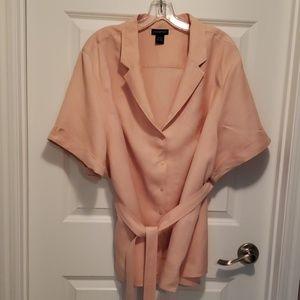 Soft pink button up short sleeved jacket w belt